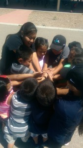 Playing the human knot with Golf students